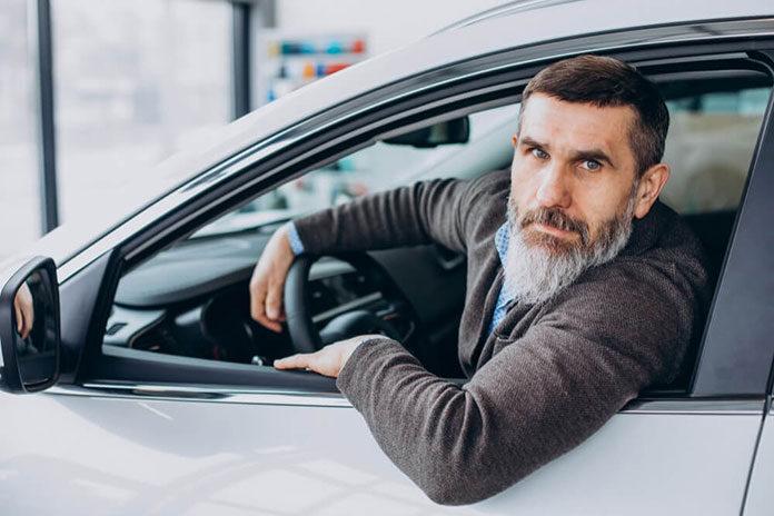 Dlaczego warto kupić auto w salonie samochodowym Dacia